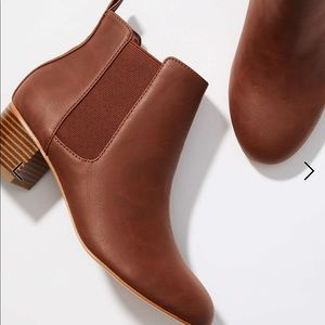 NEW IN BOX Loft Chelsea Boots